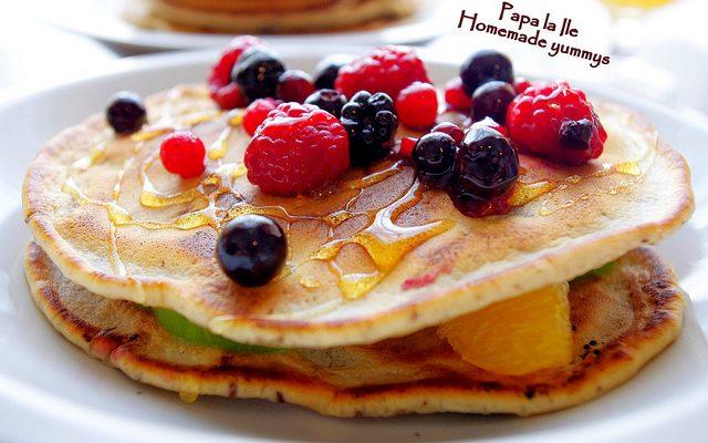 Pancakes cu ciocolată și fructe…