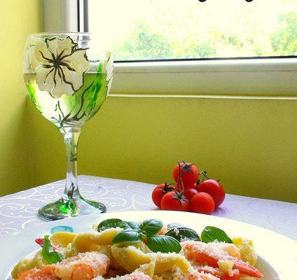 Paste proaspete cu creveți picanți și roșii cherry…