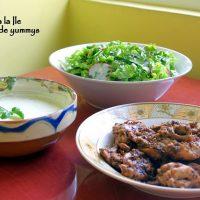 Pulpe de pui, sos de usturoi cu busuioc și salată…